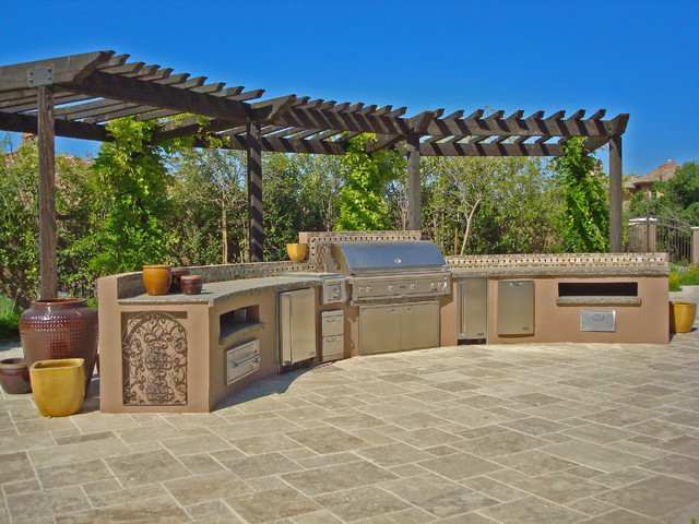Mediterranean patio for Outdoor kitchen ideas houzz