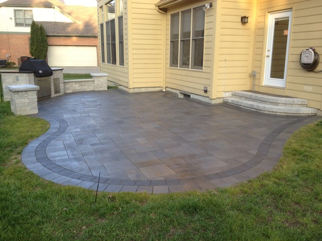 Mendoza Unilock Umbriano Paver Patio And Built In Grill In Montgomery, Ohio  Traditional Patio