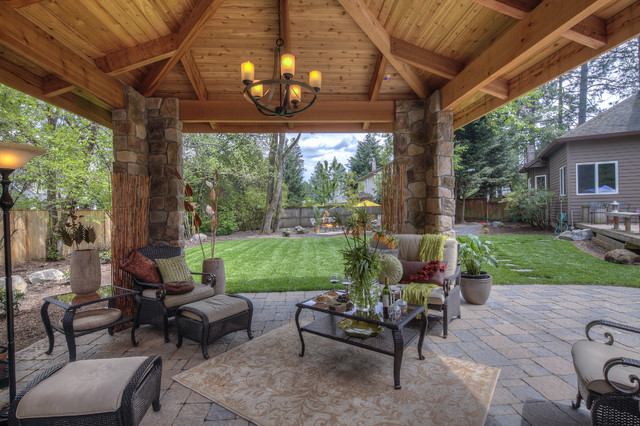 Menkins traditional-patio
