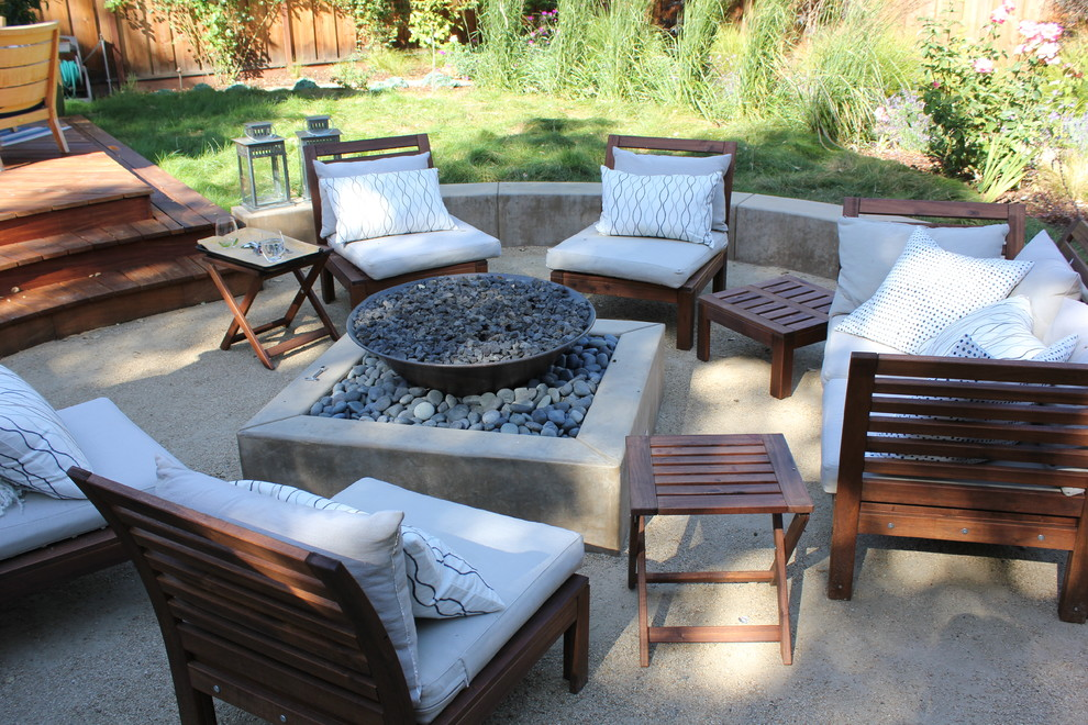 Patio - mid-sized contemporary backyard decomposed granite patio idea in San Francisco with a fire pit