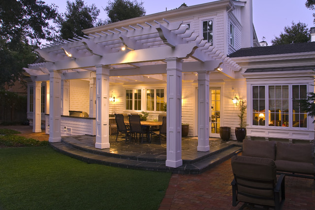 Menlo Park Outdoor Entertainment Area traditional-patio