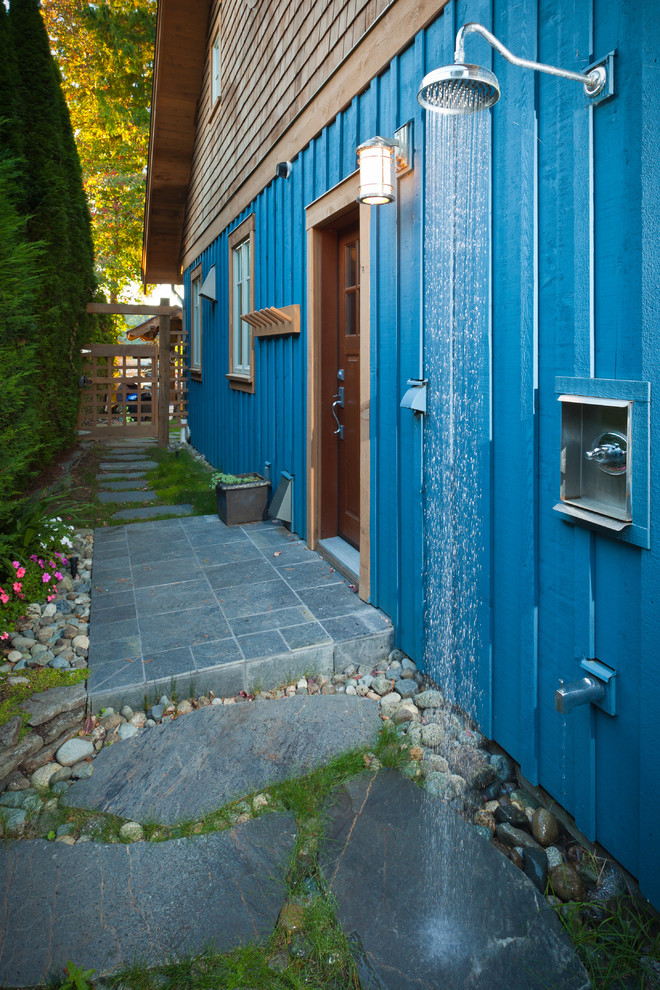 Inspiration for a timeless side yard outdoor patio shower remodel in Vancouver