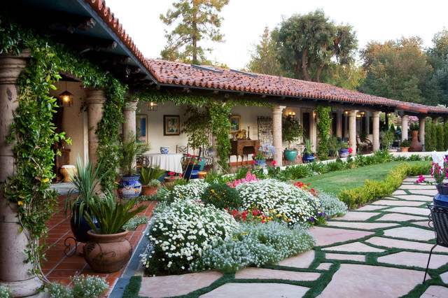Mexican hacienda for Mexican porch designs