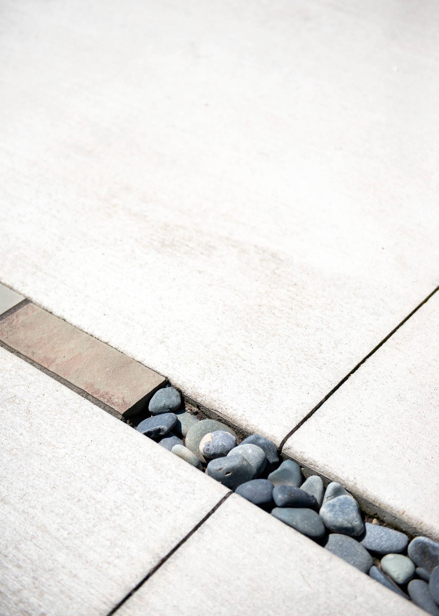 Mid century Concrete Patio - Racine