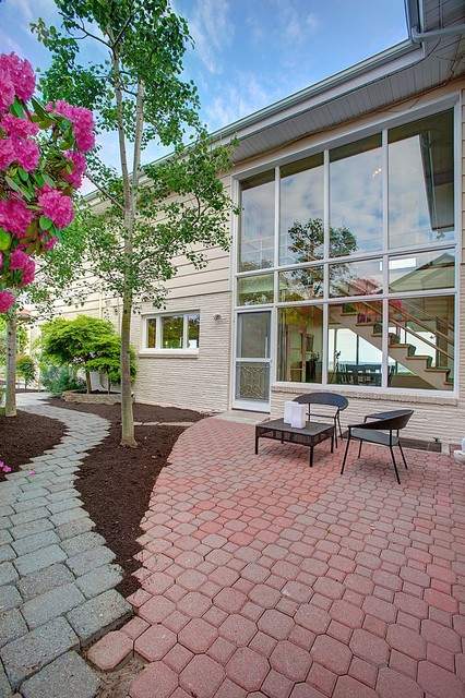 Mid-Century Modern Home in Seattle contemporary-patio