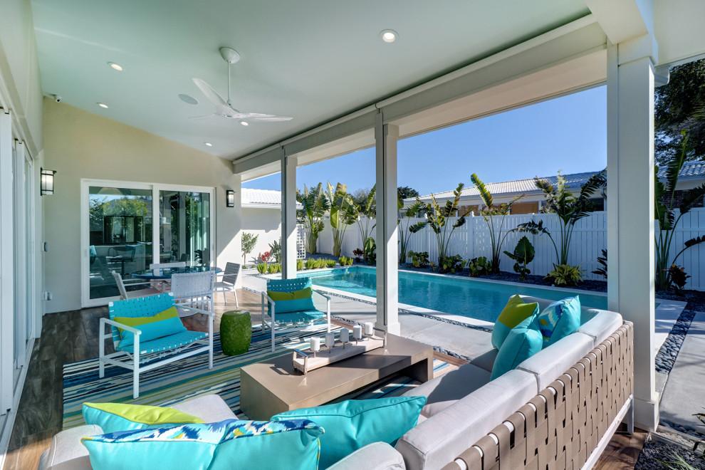 Patio - mid-century modern patio idea in Tampa