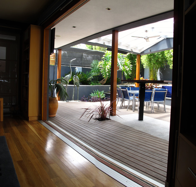 Mile End residence contemporary-patio