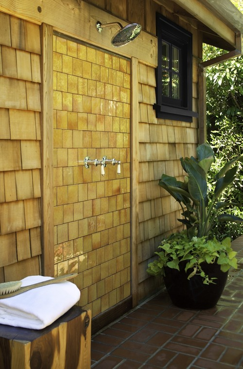 15 outdoor showers that will totally make you want to for Outdoor pool bathroom ideas