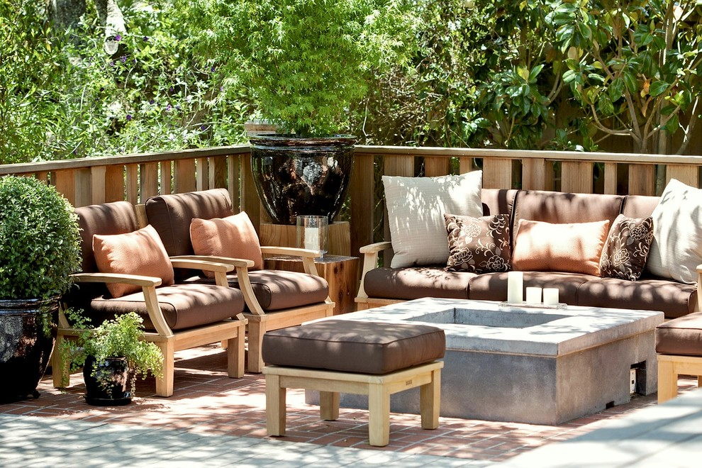 Transitional patio photo in San Francisco with a fire pit