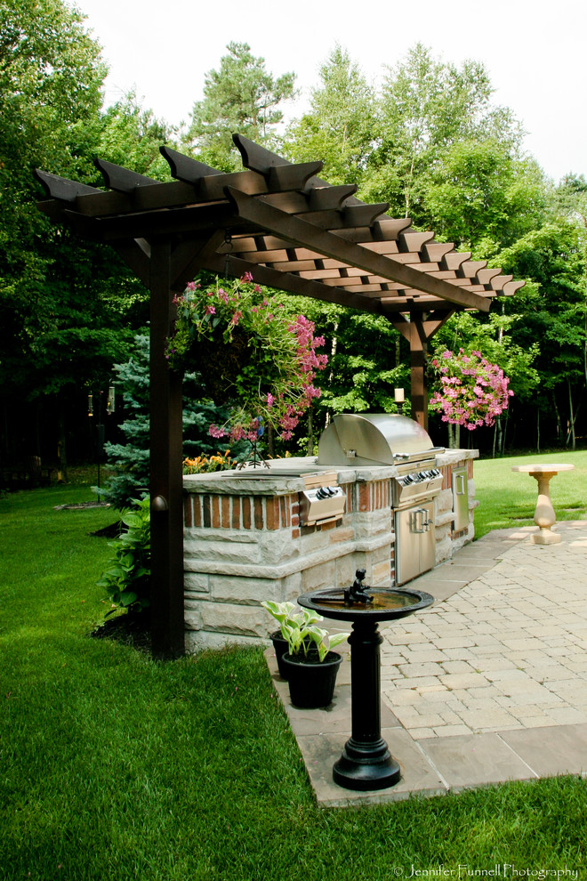 Inspiration for a timeless patio kitchen remodel in Toronto