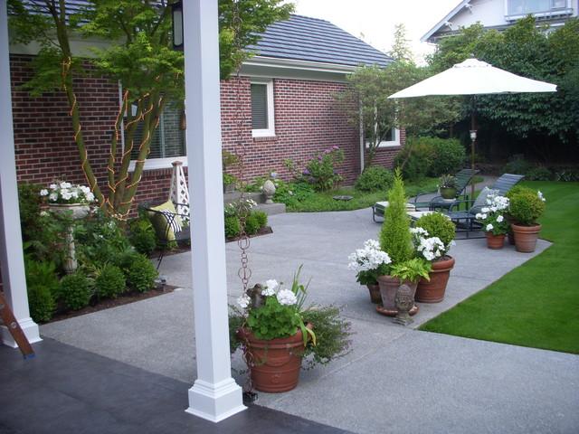 Mimi Hackleman Design traditional-patio