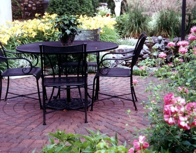 Minneapolis Back Yard Project-2001 MNLA Design Award traditional-patio