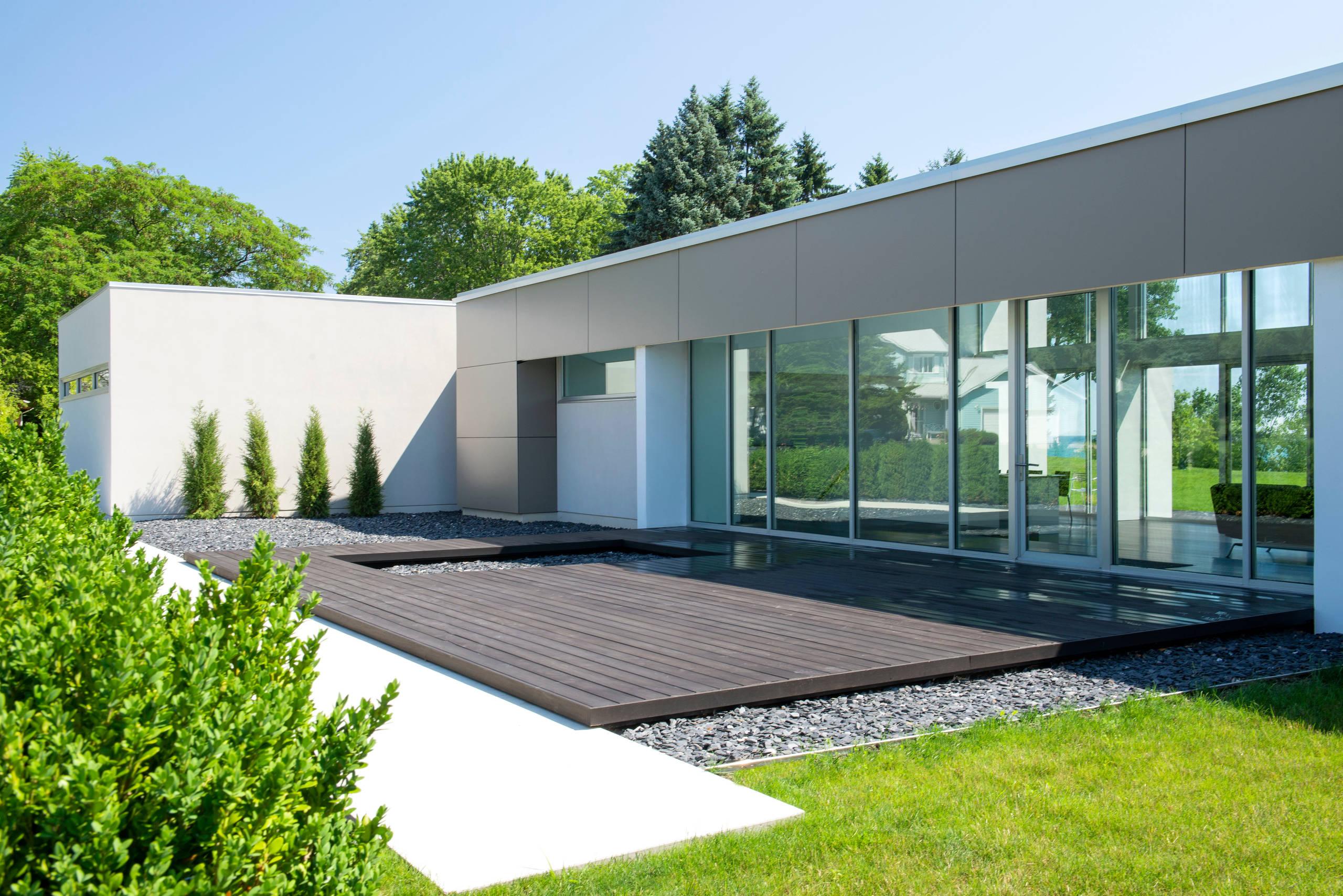 Modern Courtyard - Racine