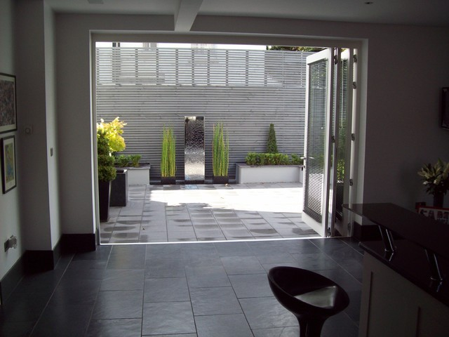 Modern courtyard for Patios minimalistas
