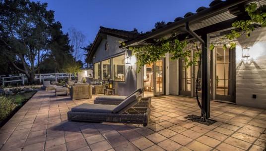 Ispirazione per un patio o portico country