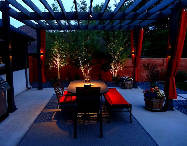 Modern Outdoor Dining Space contemporary-patio