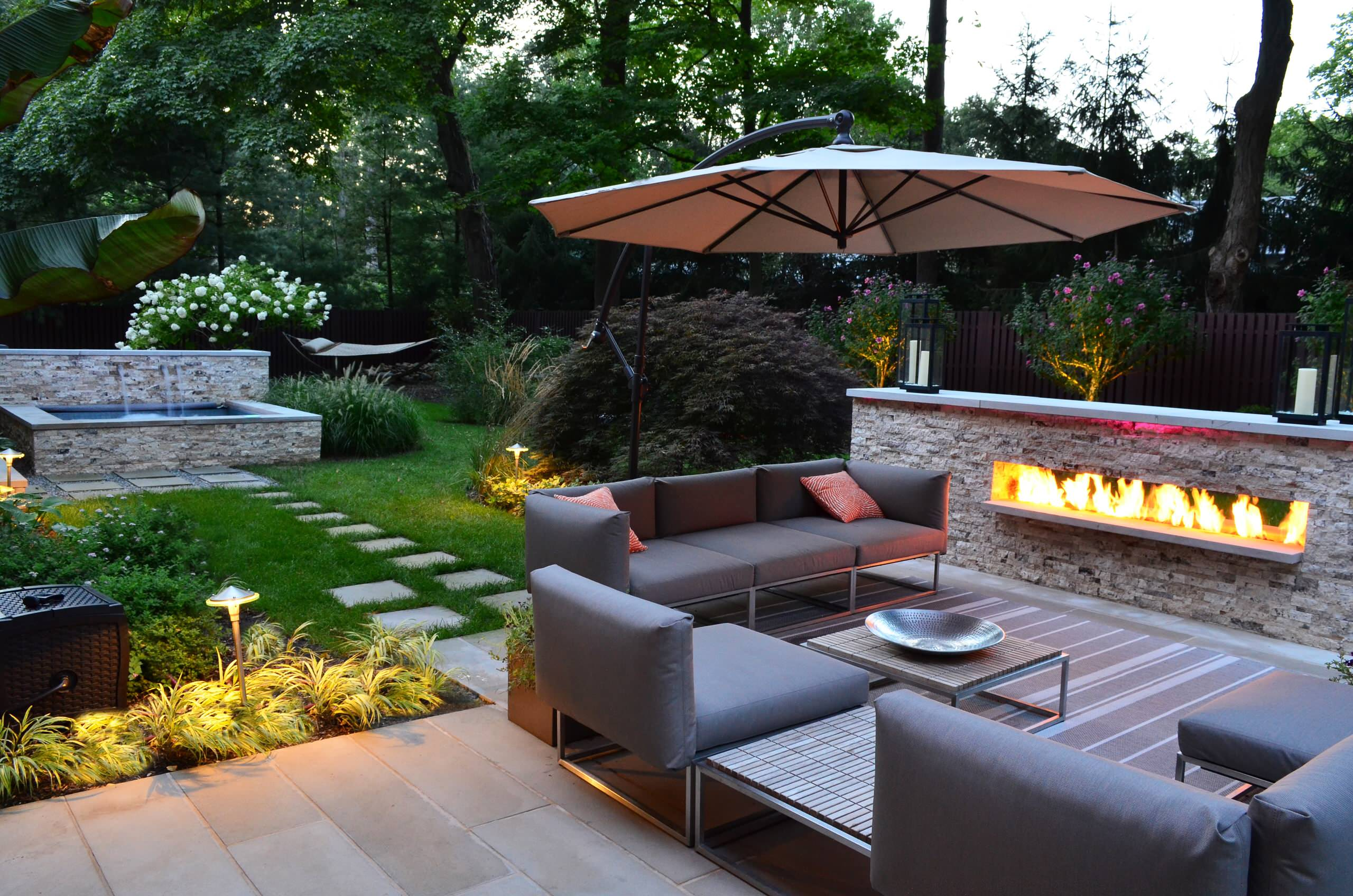 Image of: Modern Outdoor Fireplaces Houzz
