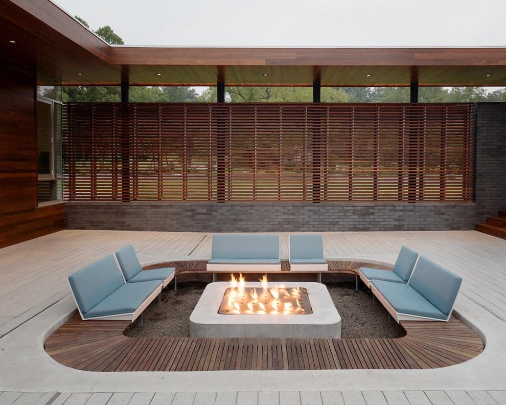 Minimalist courtyard patio photo in Kansas City