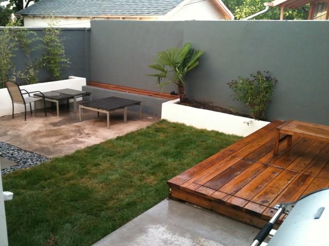 Calder Conrad modern-patio