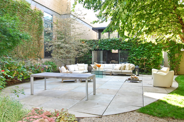 Trendy Stone Patio Photo In Chicago