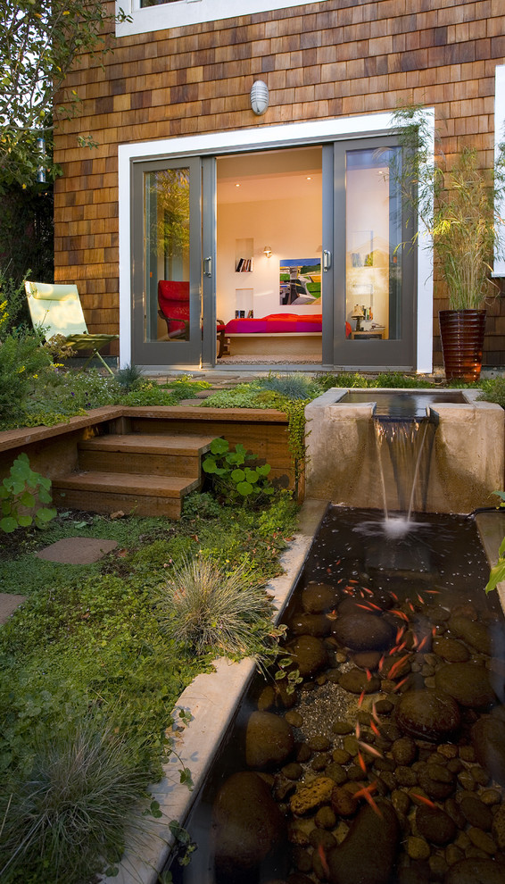 Patio fountain - contemporary patio fountain idea in San Francisco