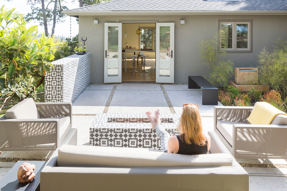 Example of a mid-sized transitional patio design in San Francisco