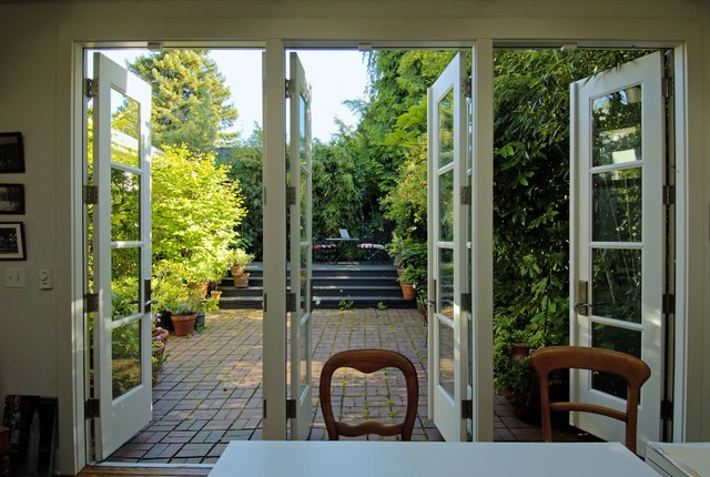 Montlake traditional patio