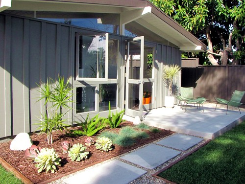 Keeping the landscaping simple, natural and clean will highlight your mid-century  modern home beautifully. - Mid-Century Modern Curb Appeal - Roundtree Landscaping - Dallas, TX