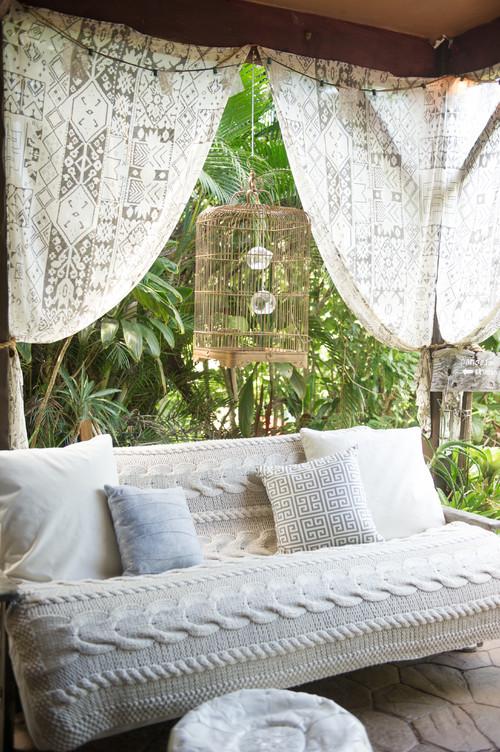 Canapé extérieur avec coussins pour un style bohème chic