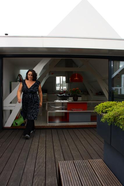 The home of Fabiana and Rocco modern-patio