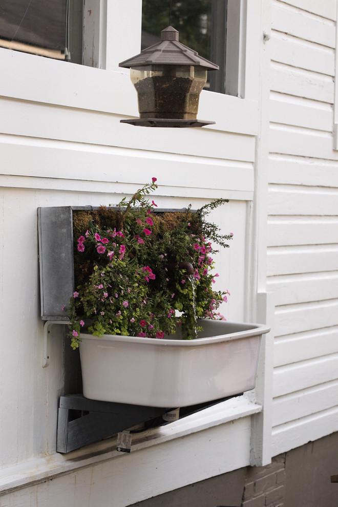 Example of an eclectic patio design in Birmingham