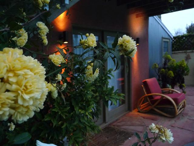 Natural Stone Garden mediterranean-patio