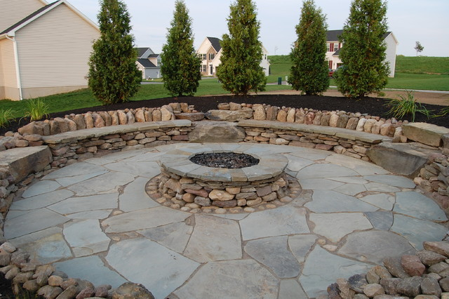 Charmant Natural Stone Outdoor Fire Pit Traditional Patio