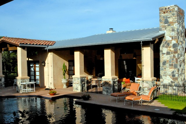 New Ranch House Near Austin, Texas mediterranean-patio