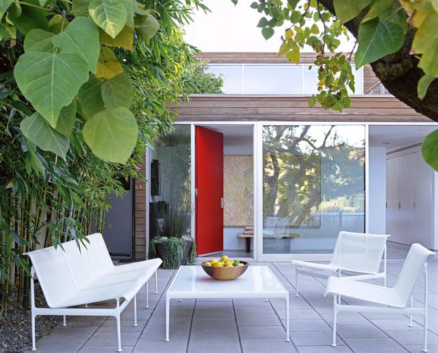 Mid Sized Minimalist Courtyard Stone Patio Photo In Los Angeles