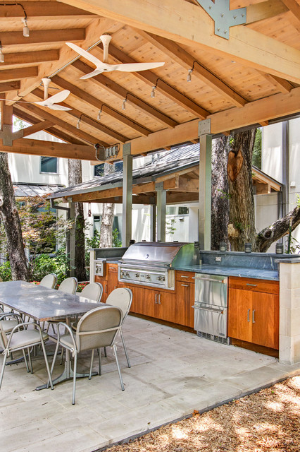 N Dallas / Wildwood / Outdoor Kitchen traditional-patio