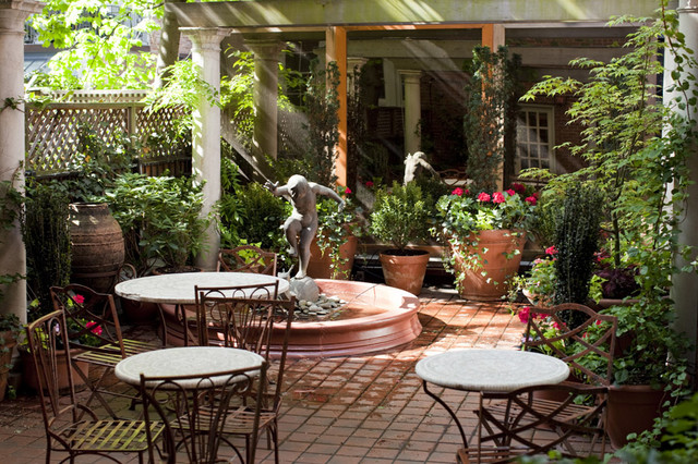 Bon NYC Courtyard Garden Design: Mediterranean Patio, Bistro Tables, Fountain,  Shade Traditional