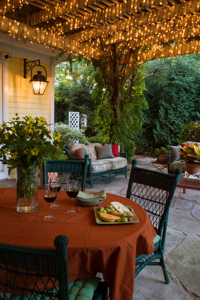 Example of a classic patio design in Chicago