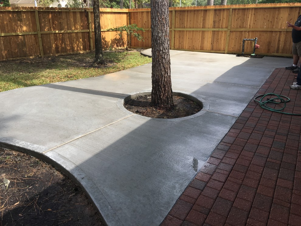 Patio - mid-sized traditional backyard concrete patio idea in Houston with no cover