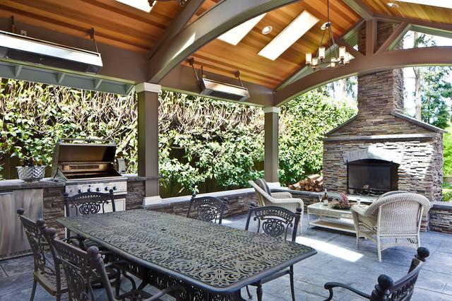 outdoor area traditional-patio