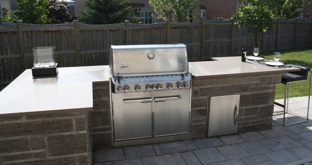 Outdoor bbq island idea traditional patio toronto for Outdoor grill island ideas