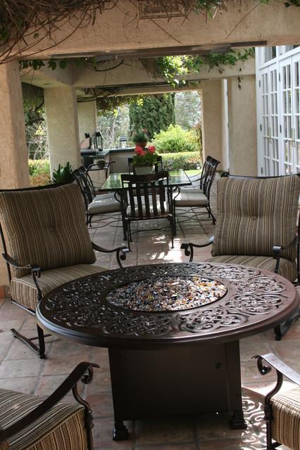 Outdoor dining becomes an art. mediterranean-patio