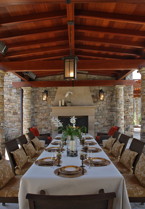 10 outdoor dining rooms that make eating alfresco seem for Outdoor room with fireplace
