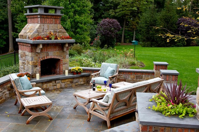 Outdoor Entertaining Space traditional-patio