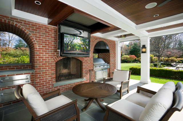 Outdoor entertainment area will fall-from-ceiling TV