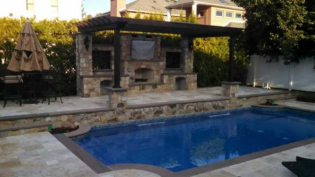 Baño Grande A Natural Swimming Pool: Fireplace and Pizza Oven Living Space with Outdoor Swimming Pool patio