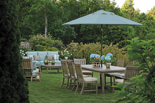 Garden Furniture Traditional outdoor furniture set with patio umbrella in wrought aluminum