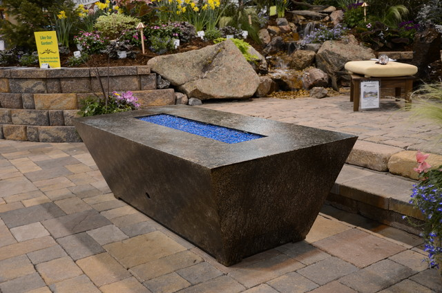 Parallax gas fire pit shown at the Colorado Garden and Home Show