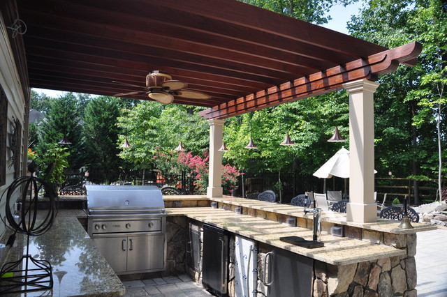 Outdoor Kitchen and Bar contemporary-patio
