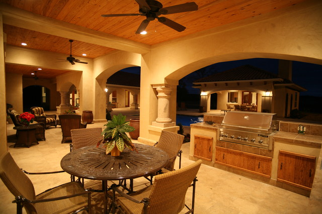 Outdoor Kitchen and Dining mediterranean patio